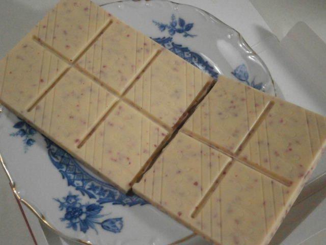 スイスセレクション エクストラファインホワイトチョコレート10%ラズベリー03.JPG