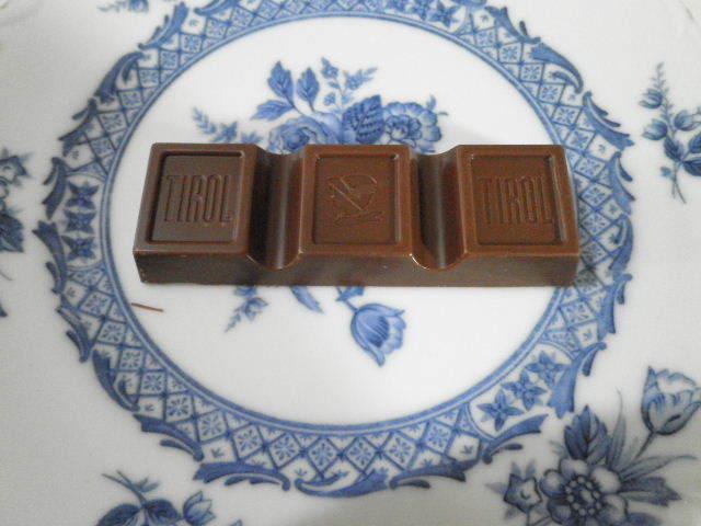 チロルチョコレートミルクヌガー03.JPG